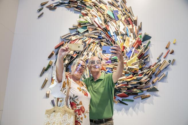 A couple takes a photo at the Llibreria Ona
