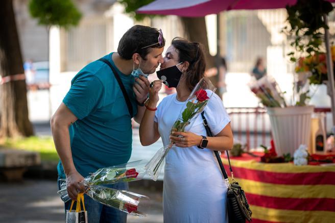 A couple on the Rambla Nova in Tarragona