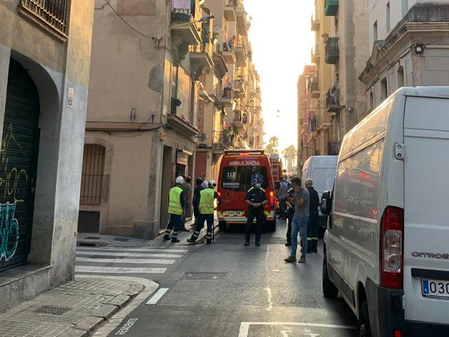 Una ambulancia ha trasladado al herido grave al hospital Vall d'Hebron