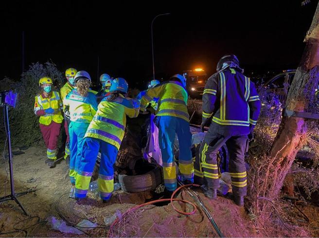 El rescate de los cuerpo y de la niña gravemente herida ha resultado muy complicado