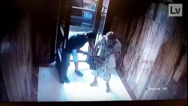 Secuencia del robo violento que sufrió una anciana en València