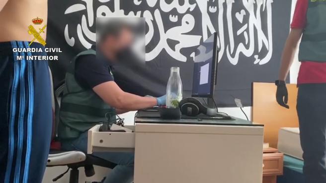 Detenido un joven que difundía sin descanso propaganda del Estado Islámico desde su cuarto, el pasado mes de julio