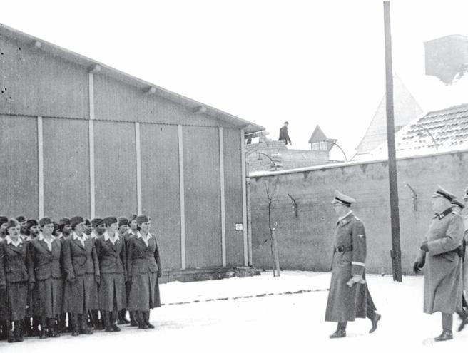 Himmler pasando revista en el campo de Ravensbrück