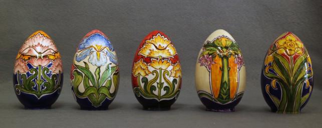 uova di pasqua con decorazioni di ispirazione orientale