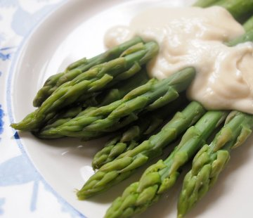 Fresh English Asparagus with Cheat's Hollandaise Sauce