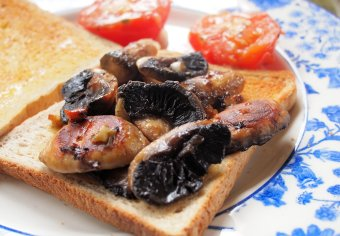 Mushrooms and Tomatoes on Toast