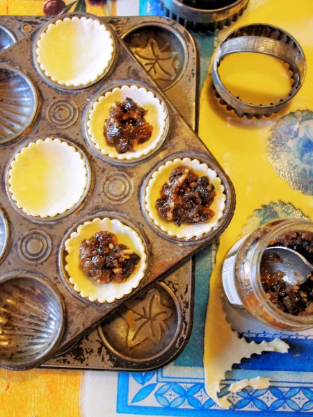 Old Fashioned Sweet Delights: Spiced Mincemeat Meringue Pies (Recipe)