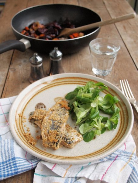 Rosy Roasted Roots, Random Recipes and Fresh Scottish Herrings in an Oatmeal Crumb