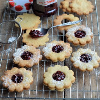 Posh Jam Biscuits! Jammie Daisy Dodgers (Biscuits/Cookies) Recipe