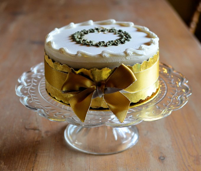 """Crackers, Cakes and Hampers: My Top Three """"Must Have"""" Essentials for the Festive Period"""