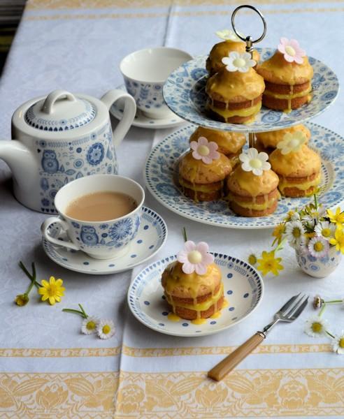 Little Victoria Lemon Daisy Cakes