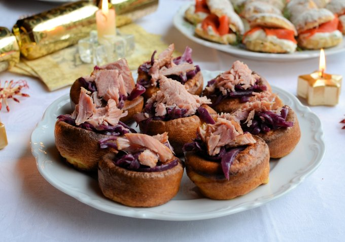 Mini Yorkshire Puddings with Spiced Red Cabbage and Ham