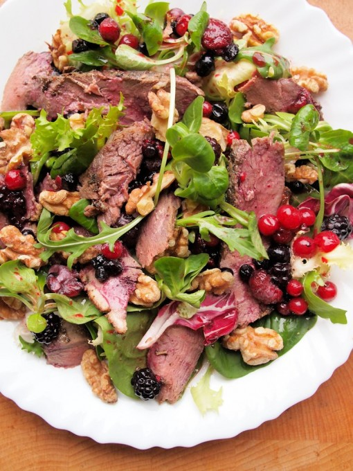 https://www.lavenderandlovage.com/2012/01/a-romantic-meal-for-two-pan-fried-duck-breast-salad-with-mixed-berries-walnuts.html