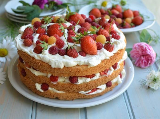 Swedish Midsummer Cake with Berries and Cream