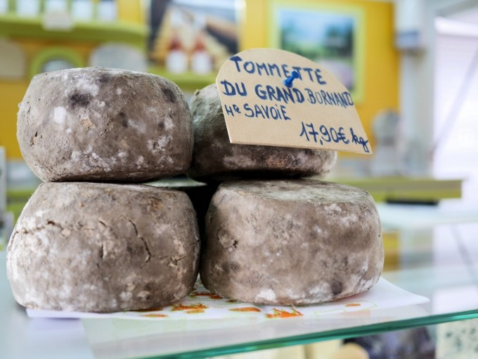Cheese at the large Tuesday morning Provençal market in Vaison-la-Romaine