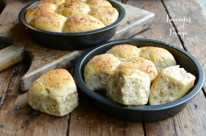 Pull Apart Buttery Garlic Dinner Rolls