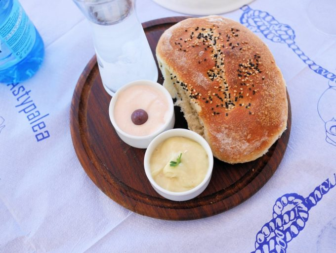 Homemade seeded bread with dips at Agoni Grammi