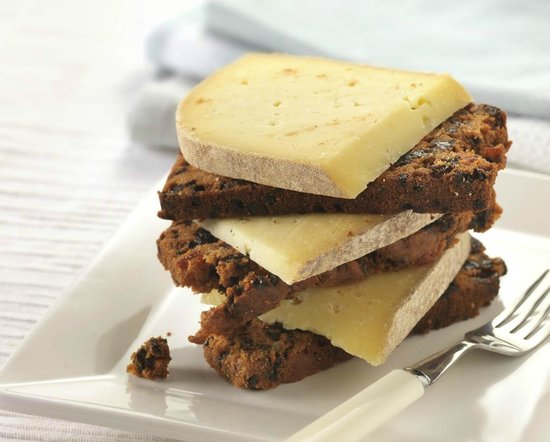 Fruit cake and cheese