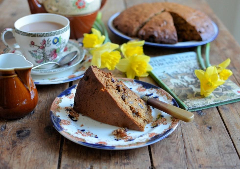 Teisen Lap Welsh Plate Cake