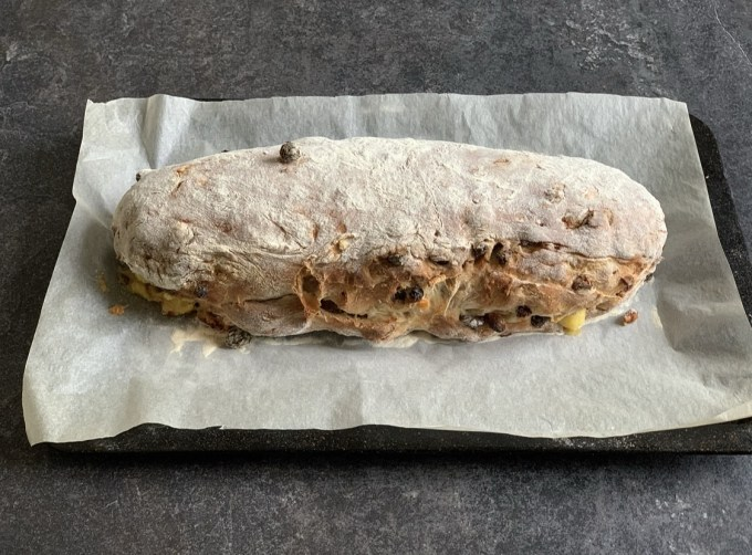 At this stage you can allow it to rest and rise again for up to 1 hour. You can also bake it straight away, which I normally do. Bake in the middle of the pre-heated oven for 50 to 60 minutes until it has risen, is golden brown and sounds hollow when you tap it underneath.