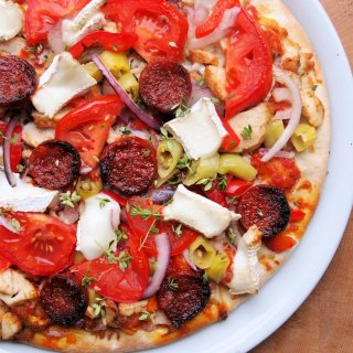 Piquant Pizza with Goat's Cheese, Chorizo and Chillies for a Great Midweek Supper