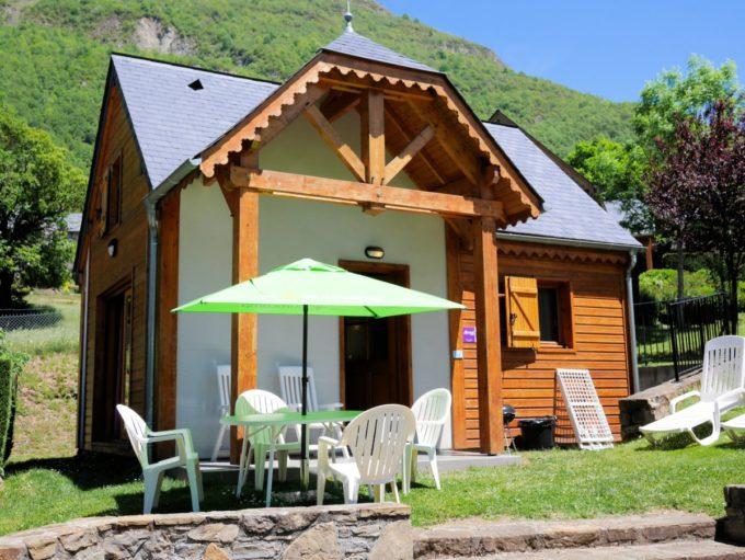 mountain lodge atAirotel Pyrénées Campsite in Luz-St-Sauveur in thePyrénées with Eurocamp.