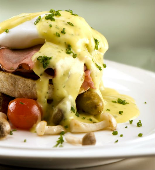 experience-dining-eggs-benedict