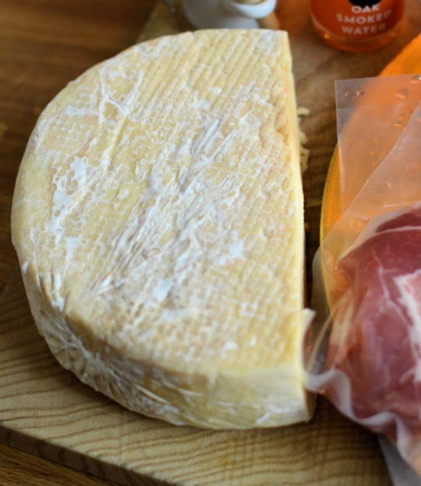Pant Mawr Drewi Sant cheese