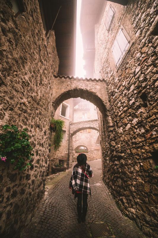lago di tenno borgo medievale canale vertic