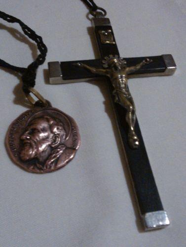medaglia e crocifisso fdo