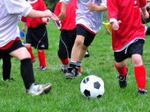 bambini-che-giocanopallone