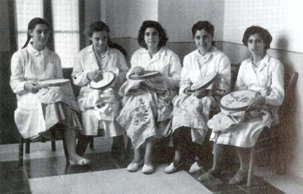 1956 - Gruppo ragazze scuola ricamo