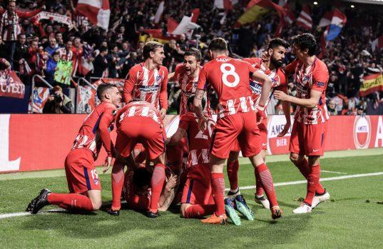 El equipo celebra el primer tanto de Koke. Foto: RUBÉN DE LA FUENTE