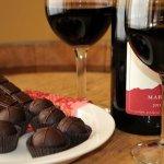 Tomar vino tinto y comer chocolate podría prevenir el envejecimiento