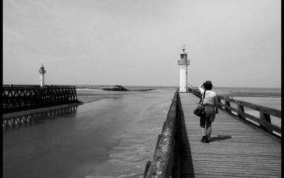 Au bout de la jetée, la mer …