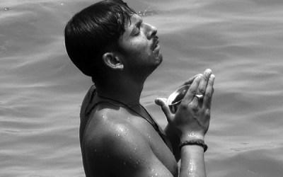Prière sur le Gange