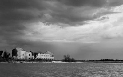 Ciel d'orage dans la lagune