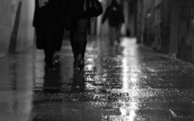 ruelle et pluie