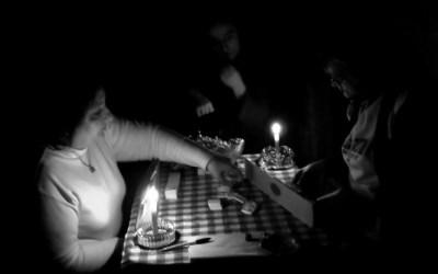 Jeu sous la lumiere de bougies