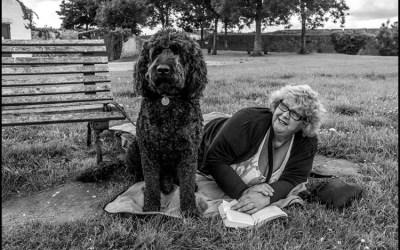 La lectrice et le chien