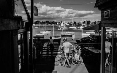 Cyclistes sur le port