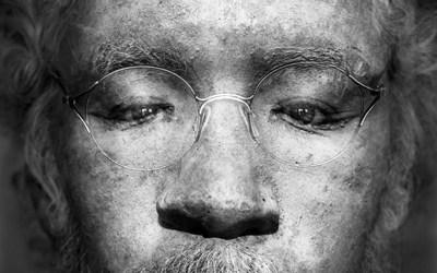 Autoportrait avec masque mortuaire