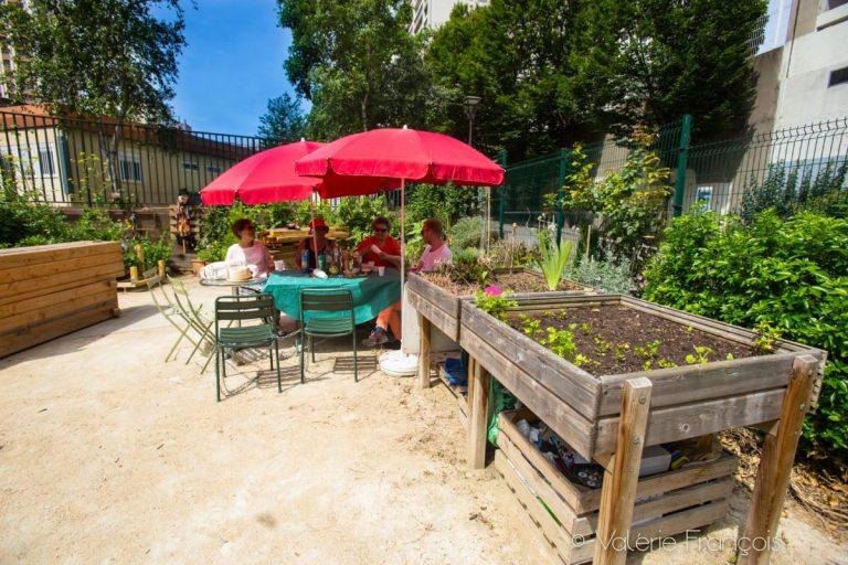 Le jardin d'Eugénie est un lieu ouvert à tout le quartier. Chacun peut venir y lire, y prendre un apéritif, déjeuner en famille ou entre amis.