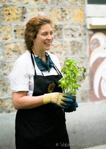 Emilie Bourgouin a végétalisé 20 pieds d'arbre dans le XXème arrondissement de Paris.