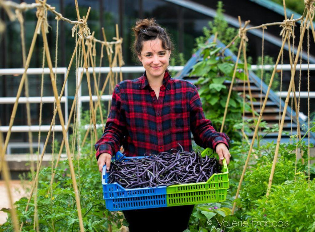 Elise, la jeune maraîchère de la ferme urbaine Suzanne