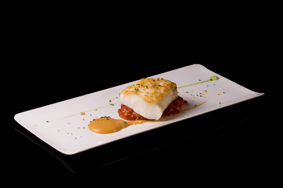Grilled hake with roasted peppers  (150 g)