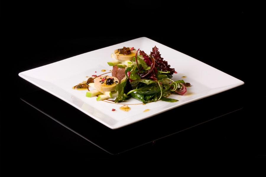 Duck salad with foie-gras and fresh fruit vinaigrette