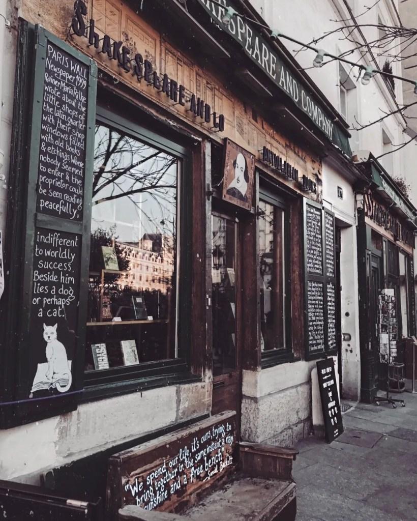 Foto dell'esterno della Libreria Shakespeare & Company di Parigi