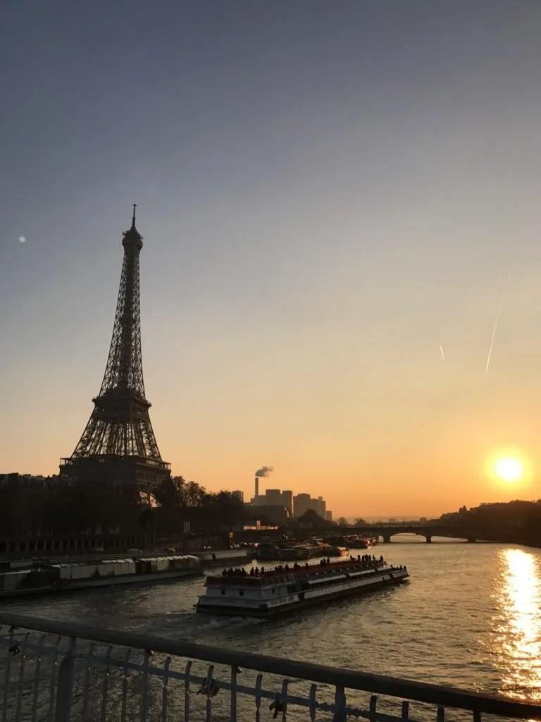 Foto della Tour Eiffel al tramonto