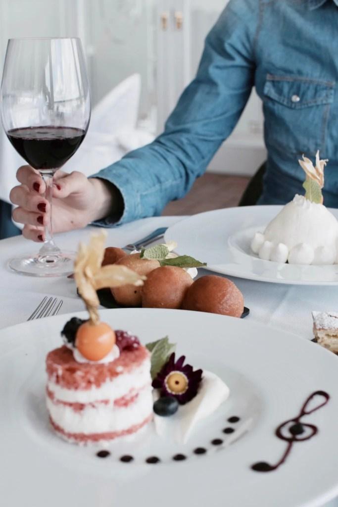 Selezione di dolci all'Hotel Voce del Mare